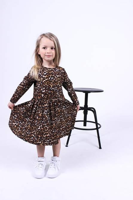 Bilde av ALMA-LS-BABYDOLL-DRESS (KIDS) - SAND BLACK LEO